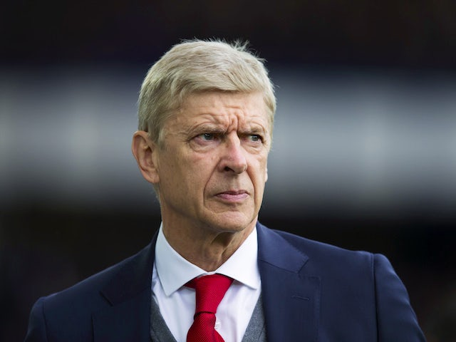 Arsene Wenger watches on during the Premier League game between Everton and Arsenal on October 22, 2017