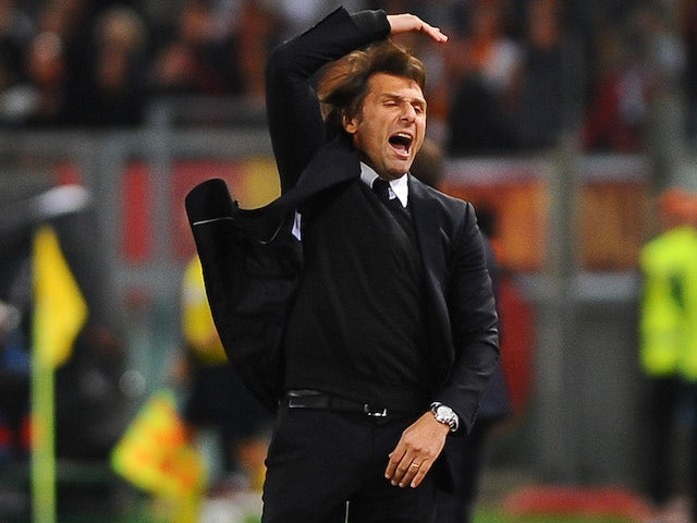Antonio Conte cuts a frustrated figure during the Champions League group game between Roma and Chelsea on October 31, 2017