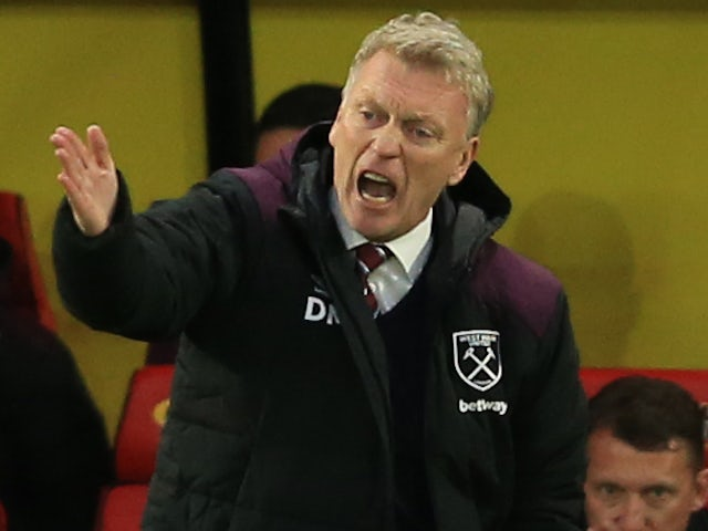 David Moyes shouts instructions during the Premier League game between Watford and West Ham United on November 19, 2017