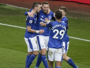 Sigurdsson piles more misery on Swansea