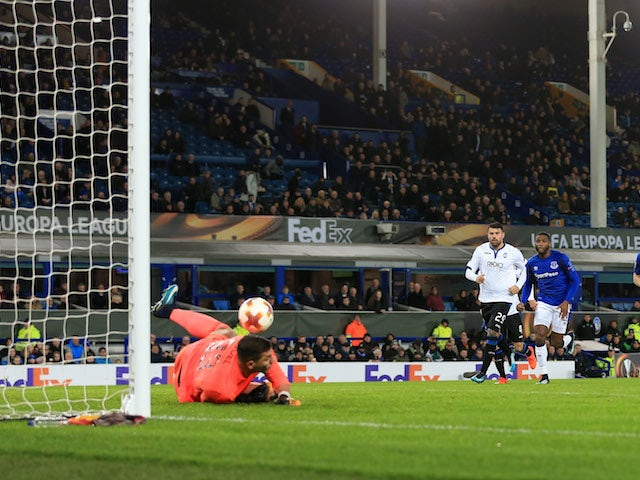 Joel Robles saves a penalty during the Europa League group game between Everton and Atalanta on November 23, 2017
