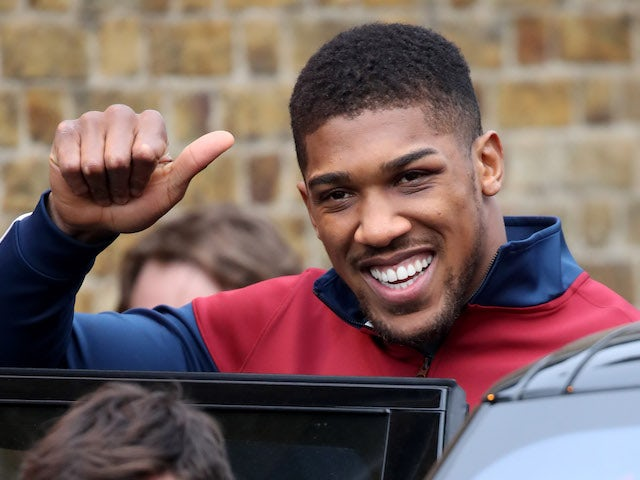 Wilder 'offered £8.8m to fight Joshua'
