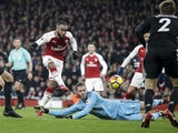 David de Gea makes another crucial save during the Premier League game between Arsenal and Manchester United on December 2, 2017
