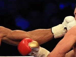 Khan beats Lo Greco inside 39 seconds