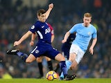 Harry Winks and Kevin De Bruyne in action during the Premier League game between Manchester City and Tottenham Hotspur on December 16, 2017