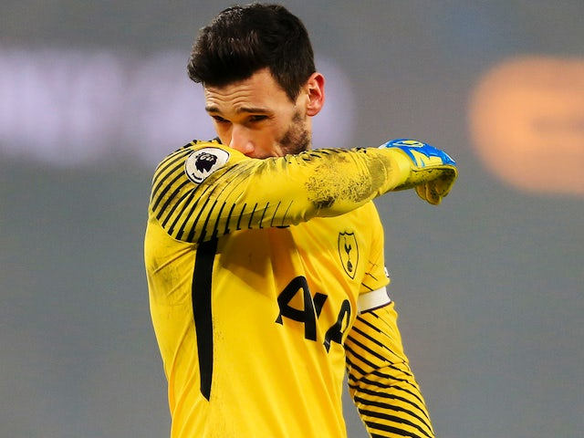 A downbeat Hugo Lloris during the Premier League game between Manchester City and Tottenham Hotspur on December 16, 2017