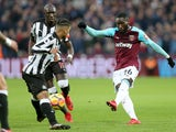 West Ham United's Arthur Masuaku shoots past Newcastle United players in the Premier League on December 23, 2017