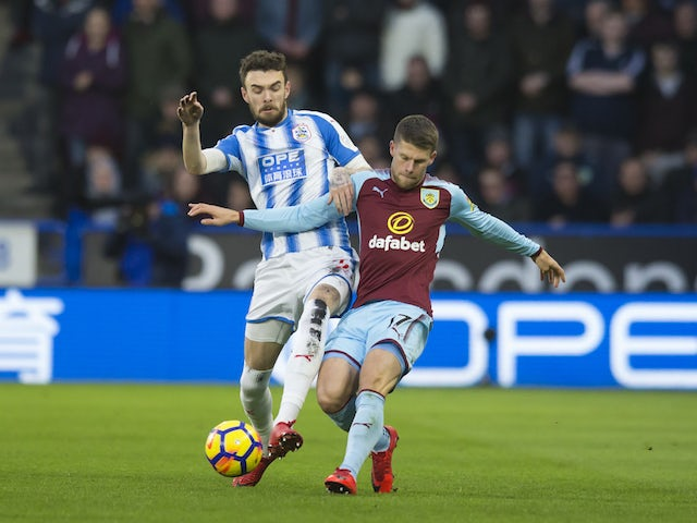 Gudmundsson signs new Burnley contract