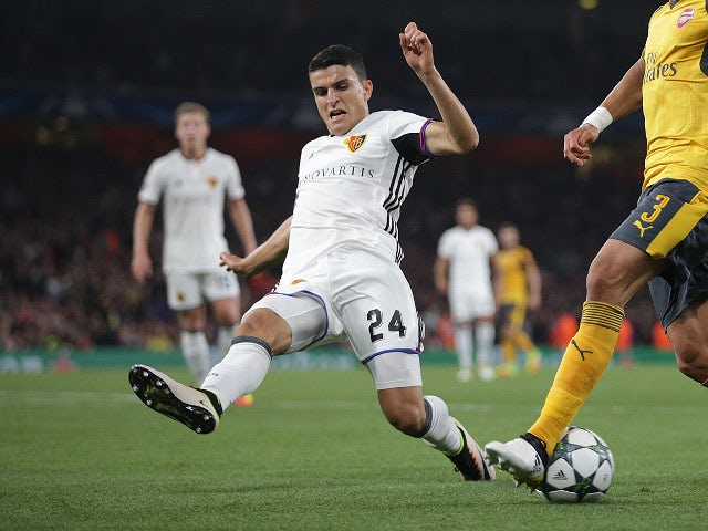 Palace keen on Holy, Elyounoussi?