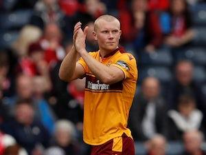 Aberdeen snap up Curtis Main following Motherwell departure