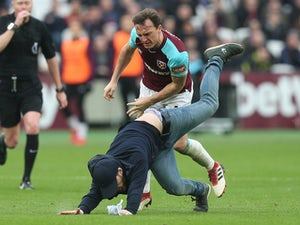 Palace chairman defends West Ham owners