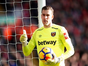Adrian wants West Ham contract extension