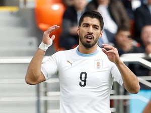 Suarez strike sends Uruguay, Russia through