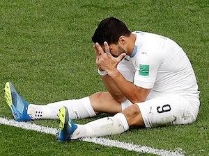 Suarez 'limps out of Uruguay training'