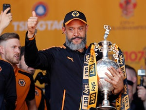 Nuno signs new Wolves contract