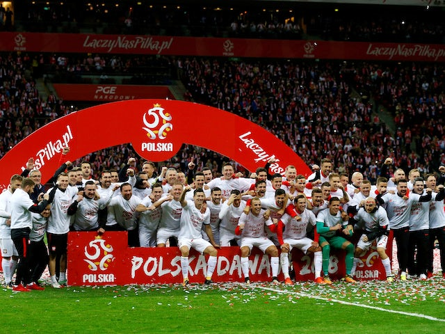 Poland's players celebrate their qualification for the 2018 World Cup