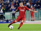 Roma's Radja Nainggolan shoots at goal in the Champions League semi-final second leg against Liverpool on May 2, 2018