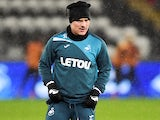 Roque Mesa warming up for Swansea City on January 17, 2018