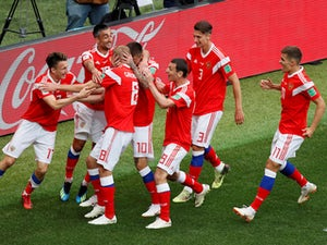Hosts Russia kick off World Cup with rout