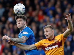 Burnley 'eye Moukoudi, Windass'