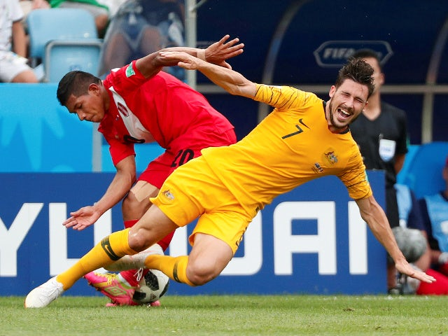 Australia's Mathew Leckie in action with Peru's Edison Flores on June 26, 2018