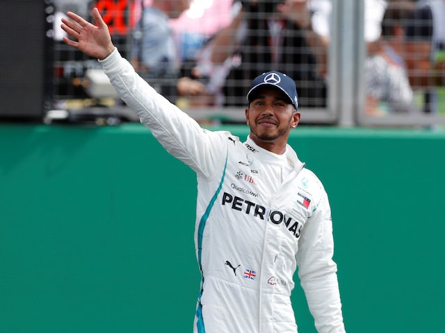 Lewis Hamilton extends Mercedes contract