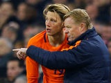 Wout Weghorst talks to Netherlands boss Ronald Koeman on March 23, 2018