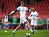 Harvey Barnes warms up for Leicester City on April 28, 2018