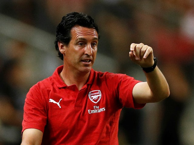 Unai Emery gives his instructions during the pre-season friendly between Arsenal and Atletico Madrid on July 26, 2018