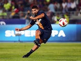 Luis Suarez warms up ahead of the Supercopa de Espana between Sevilla and Barcelona on August 12, 2018