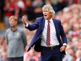 Manuel Pellegrini gesticulates during the Premier League game between Liverpool and West Ham United on August 12, 2018