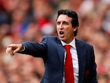 Unai Emery points a finger during the Premier League game between Arsenal and Manchester City on August 12, 2018
