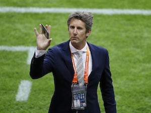 Van der Sar in contention to replace Woodward?