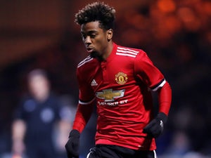 Man United to promote six youth players?