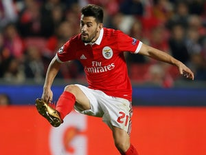 Wolves 'monitoring Benfica midfielder'