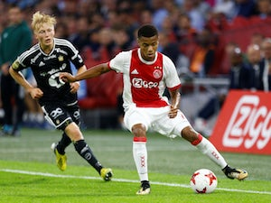 Liverpool join race to sign David Neres?