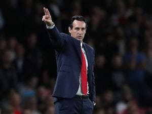 Unai Emery gestures with two fingers during the Europa League group game between Arsenal and Vorskla Poltava on September 20, 2018