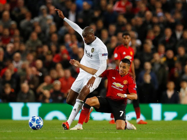 Valencia's Geoffrey Kondogbia in action with Manchester United's Alexis Sanchez on October 2, 2018