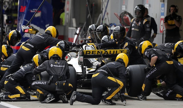 Current tyre rules 'absurd' - Prost
