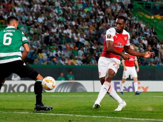 Danny Welbeck takes a shot during the Europa League group game between Sporting Lisbon and Arsenal on October 25, 2018