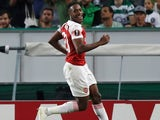 Danny Welbeck celebrates scoring during the Europa League group game between Sporting Lisbon and Arsenal on October 25, 2018