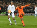 Netherlands' Georginio Wijnaldum takes a shot on November 16, 2018