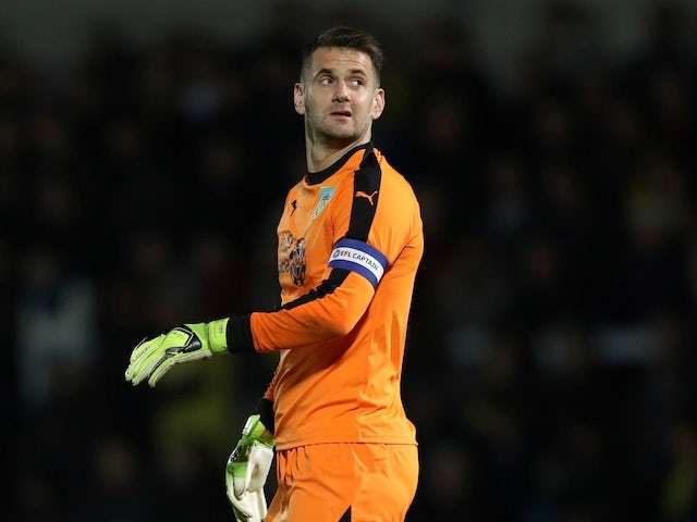 Villa winning race to sign Tom Heaton?
