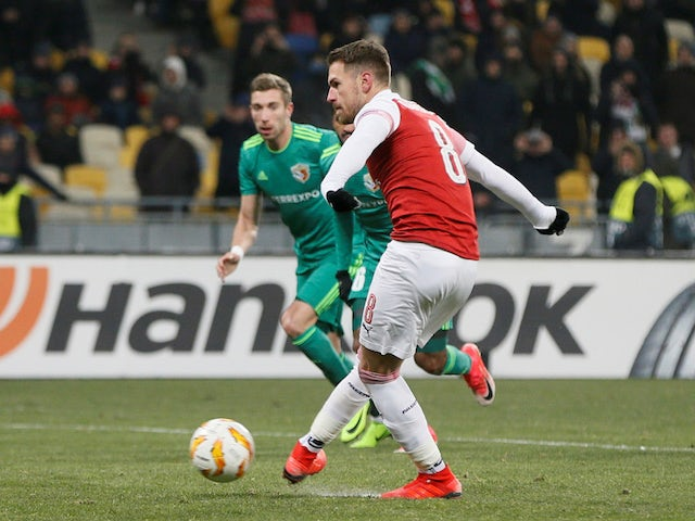 Arsenal midfielder Aaron Ramsey scores from the spot against Vorskla Poltava on November 29, 2018