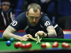 Mark Williams shrugs off gout to progress in Cheltenham