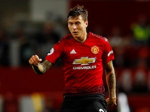 "Lindelof ""very happy"" at Man Utd amid Barca links"