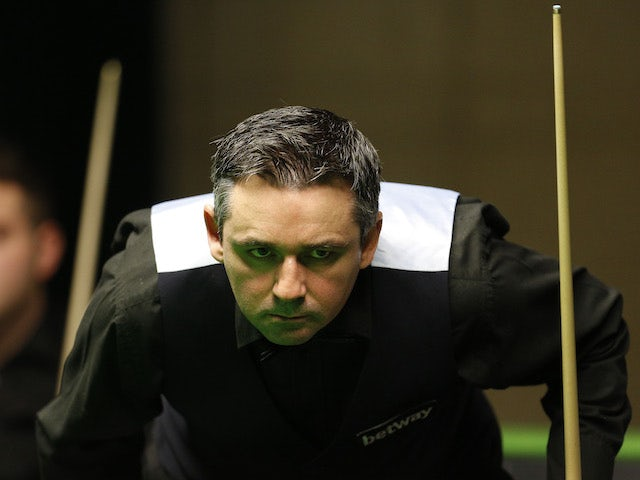 Alan McManus knocks John Higgins out of UK Championship