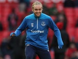 Tom Davies warms up for Everton on October 28, 2018