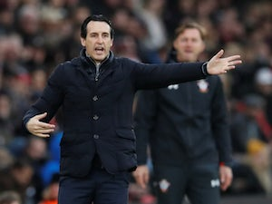 Unai Emery gives orders during the Premier League game between Southampton and Arsenal on December 16, 2018