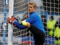 Jonas Lossl warms up for Huddersfield Town on December 22, 2018
